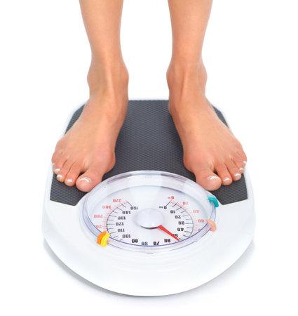 gewicht skala: Frau und Skalen. Over white background
