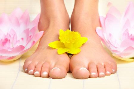 girl feet: Female feet and flowers