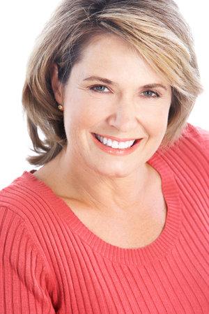 Lachende happy volwassen vrouw. Geïsoleerd op witte achtergrond  Stockfoto