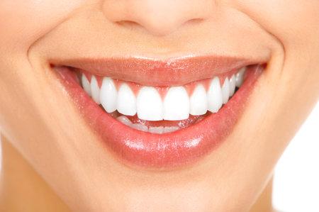 zuby: Zdravá žena zuby a úsměv. Zblízka. Reklamní fotografie