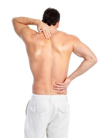 espalda: Hombre joven enfermo. Dolor de espalda. Sobre fondo blanco