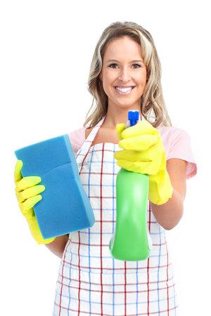 personal de limpieza: Joven sonriente ama m�s limpia. Sobre fondo blanco