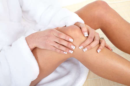 knee joint: Knee joint  pain. Massage