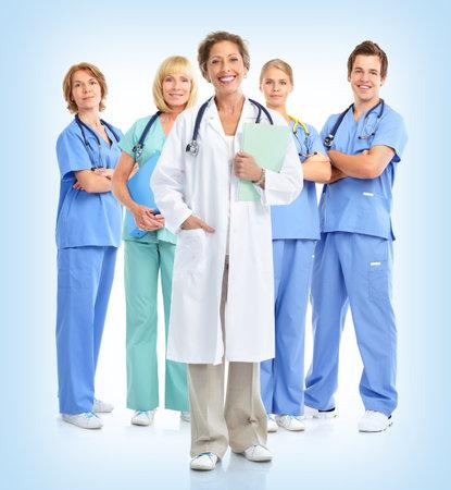 m�decins: Sourire m�decins st�thoscopes. Sur fond bleu