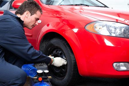 pneumatic tyres: Auto mechanic