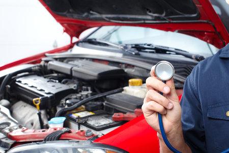 Auto-Reparatur Standard-Bild - 9140305