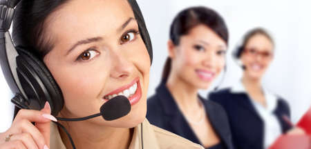 telephone headsets: Operador de centro de llamadas.  Aislados sobre fondo blanco.