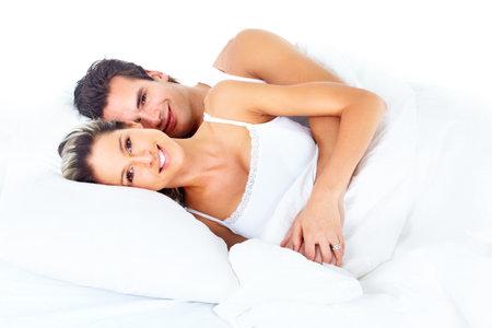 enamorados en la cama: pareja