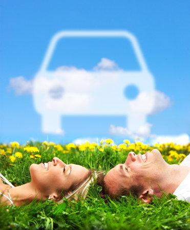 dream car: Pareja de enamorados. Autom�tico. Foto de archivo