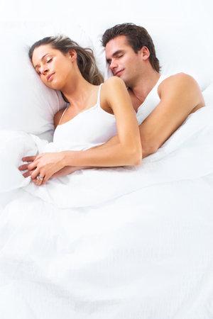 couple au lit: Couple endormi.