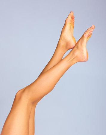 young girl feet: Legs