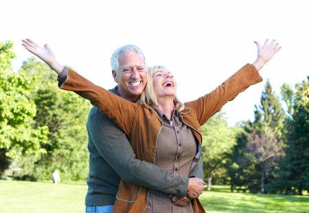 vejez feliz: Matrimonios de edad. Foto de archivo