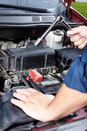 mecanico automotriz: Auto mec�nico
