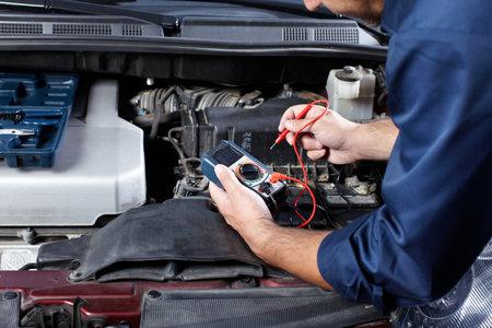 mecanico automotriz: Mecánico de automóviles