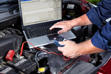 mecanico automotriz: Reparación de automóviles.