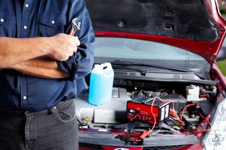 mecanico automotriz: Mec�nico de autom�viles.