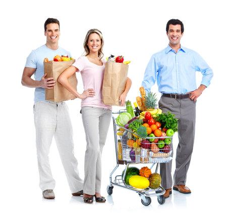 carro supermercado: Gente feliz con un carrito de compras.