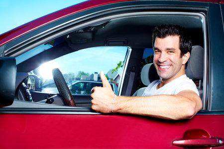 hombre manejando: Conducción.