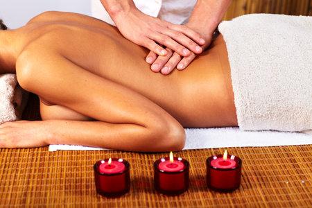massaging: Spa massage.