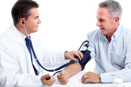 patient arzt: Doktor Blutdruckmessung. Lizenzfreie Bilder