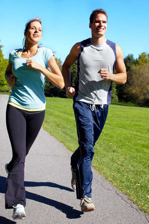カップルをジョギング。