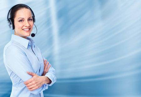Bellen naar de klantendienst center operator vrouw.
