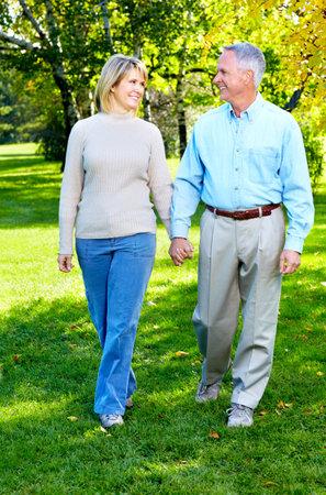 Feliz pareja de ancianos. Foto de archivo - 11292660