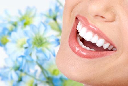 propret�: Souriez et des dents saines. Banque d'images
