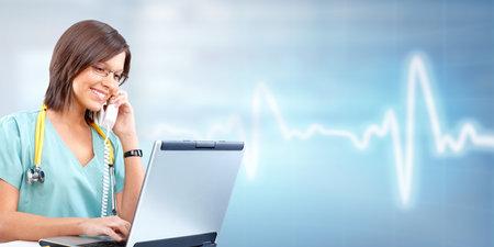 medico computer: Medico donna. Archivio Fotografico