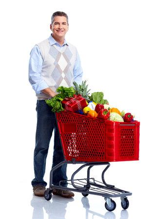 abarrotes: Hombre con un carrito de la compra. Tienda de comestibles. Foto de archivo