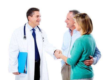 salud sexual: Doctor y pareja de alto nivel.