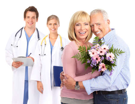 医師と患者の高齢者のカップル。