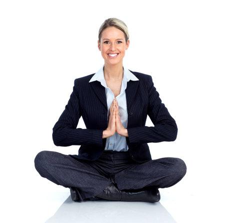 Zakelijke vrouw doet yoga.