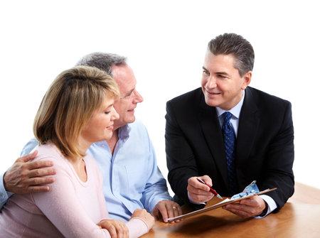 agent de s�curit�: Personne agee, couple avec votre conseiller financier. Banque d'images