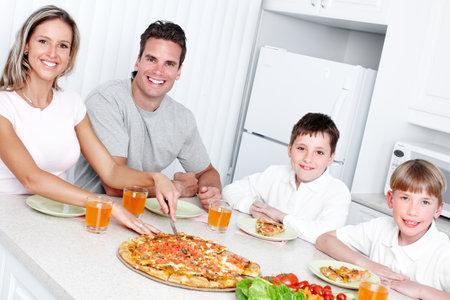 La cena familiar. Foto de archivo - 12378936