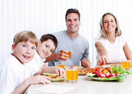 La cena familiar. Foto de archivo - 12378900