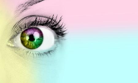 lentes de contacto: La mujer del ojo Foto de archivo