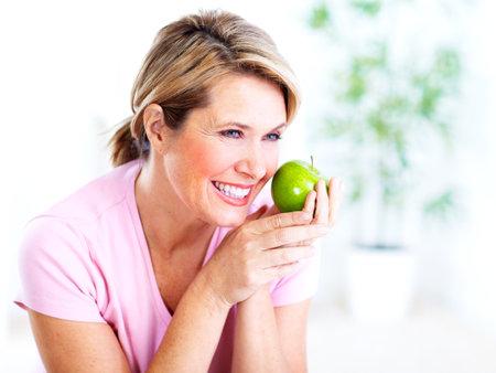 Senior femme à la pomme Diète Banque d'images