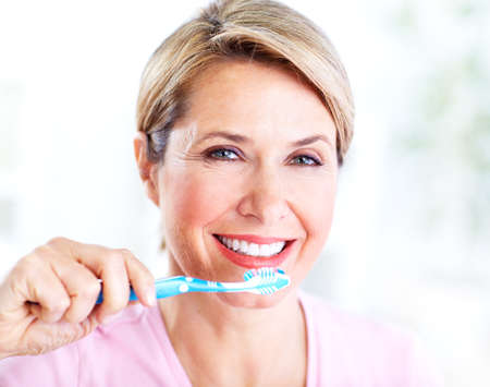 Senior woman with a toothbrush  Banque d'images