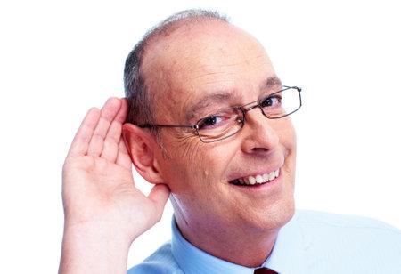 얼굴 표정: 청각 장애인 남자. 흰색 배경에 고립.