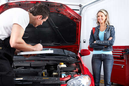 Professional auto mechanic and  a client  Stockfoto