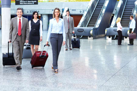 Groep van mensen uit het bedrijfsleven op de luchthaven