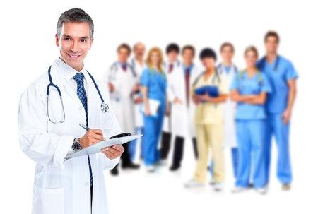 lekarz: Uśmiechnięty lekarz piśmie recepty