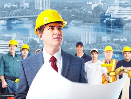Architect en groep van industrie-arbeiders