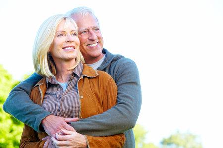 prendre sa retraite: Heureux couple de personnes �g�es