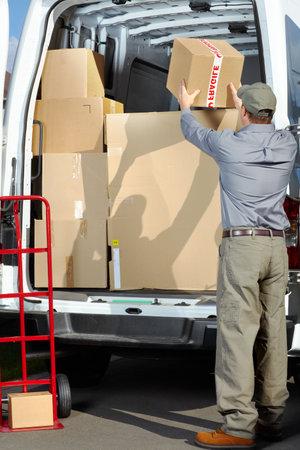 corriere: Consegna uomo servizio postale Archivio Fotografico