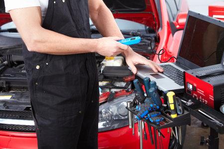 Professional auto mechanic 版權商用圖片 - 15412662