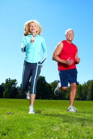 free running: Happy jogging couple