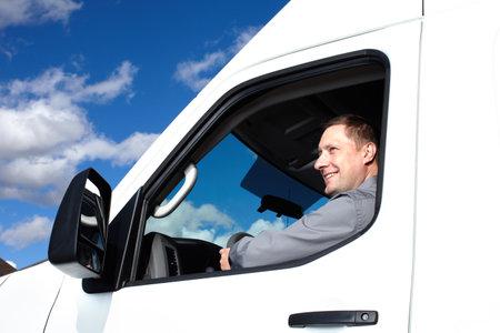 ciężarówka: Przystojny kierowca ciężarówki Zdjęcie Seryjne