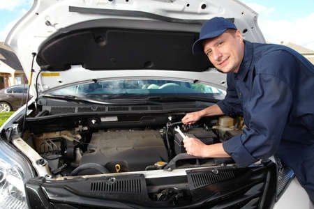 mecanico automotriz: Mecánico profesional